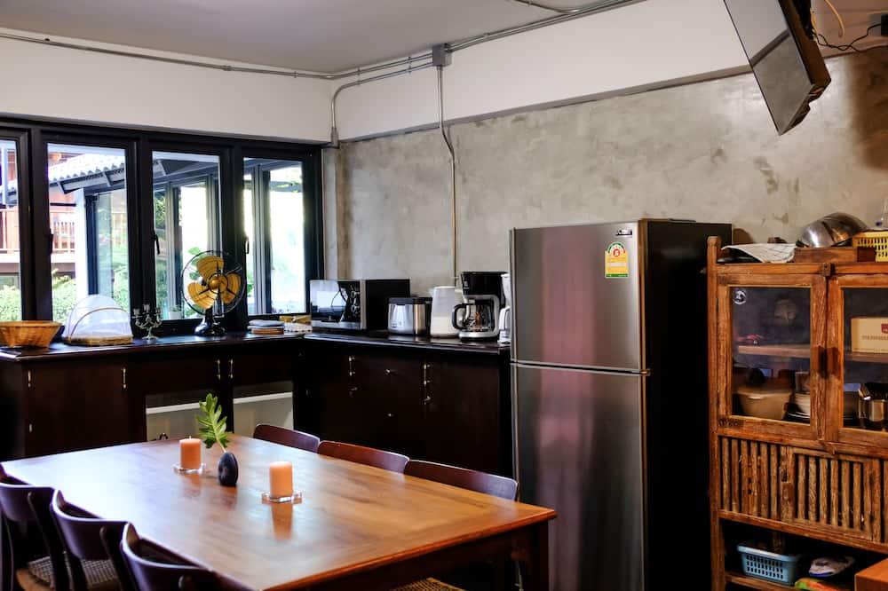 Mixed Dormitory (Rhino) - Shared kitchen facilities