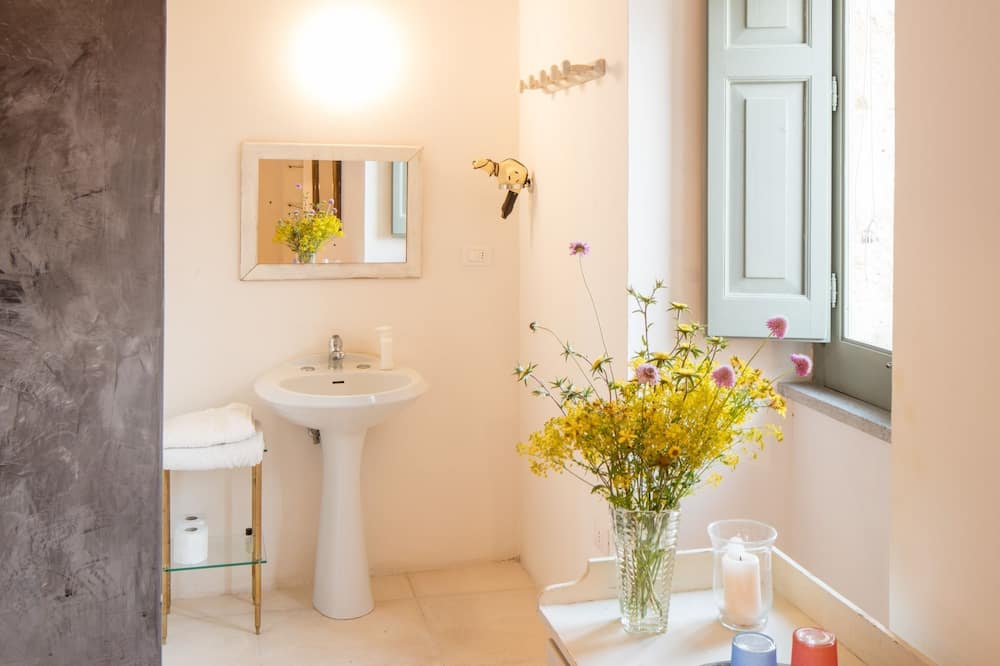 Romantisches Doppelzimmer, 1 Queen-Bett, Stadtblick - Badezimmer