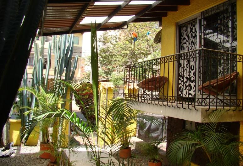 Yellow House Hostel, Medellin, Dört Kişilik Oda, Özel Banyo (Room 4), Balkon