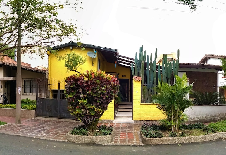 Yellow House Hostel, Medellín
