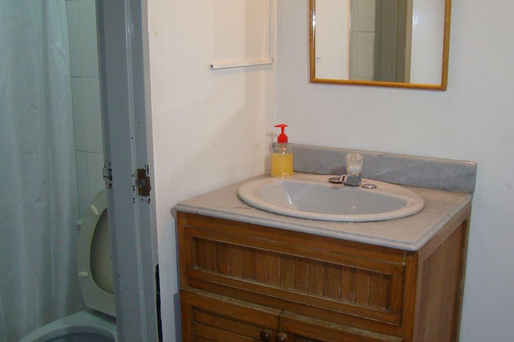 Чотиримісний номер, приватна ванна (Room 4) - Ванна кімната