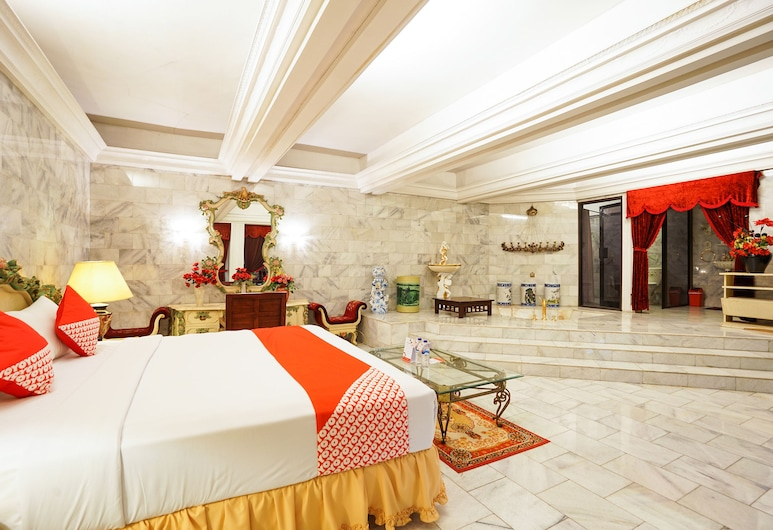 OYO 242 New Grand Park Hotel, Сурабая, Сімейний номер-люкс, Номер