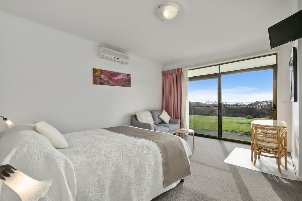 Deluxe Double or Twin Room, Jetted Tub, Partial Sea View (The Isla) - Guest Room