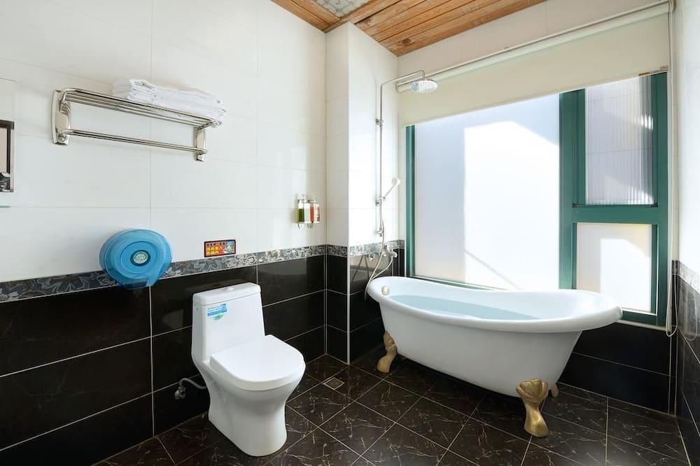 Štandardná štvorposteľová izba, 2 dvojlôžka, nefajčiarska izba - Kúpeľňa