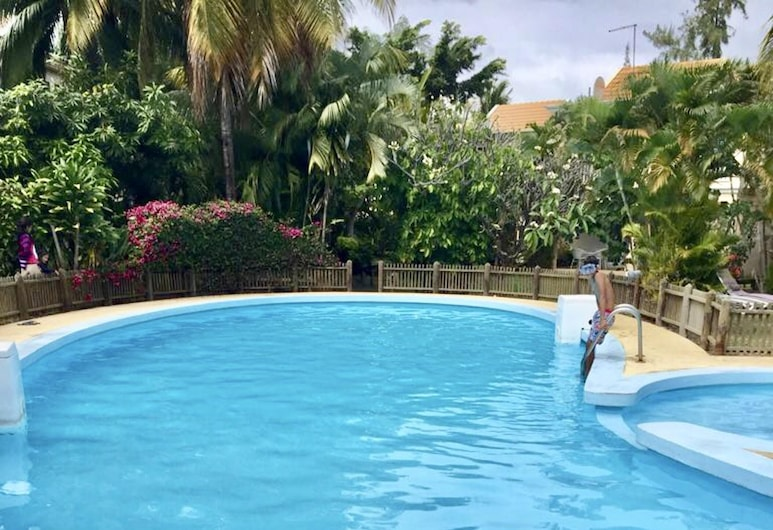 House With 4 Bedrooms in Flic en Flac, With Shared Pool, Enclosed Garden and Wifi - 100 m From the Beach, Flic-en-Flac, Pool
