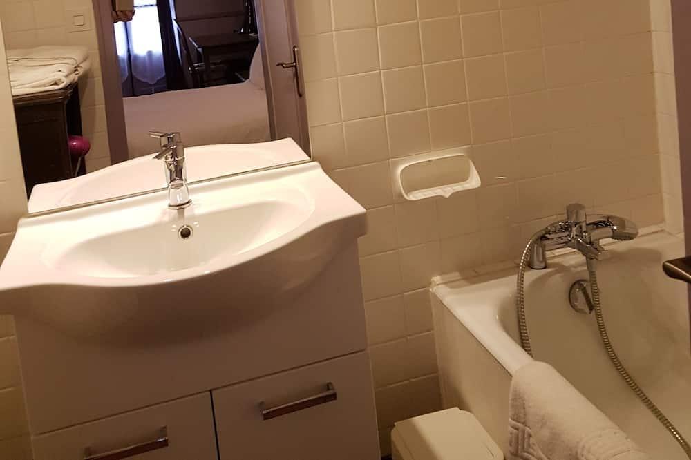 Comfort Room, 1 Double Bed, Non Smoking - Bathroom