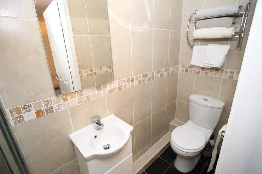 Suite 4  - Bathroom
