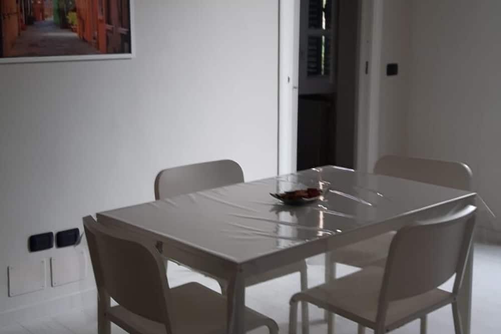 Comfort Quadruple Room - In-Room Dining