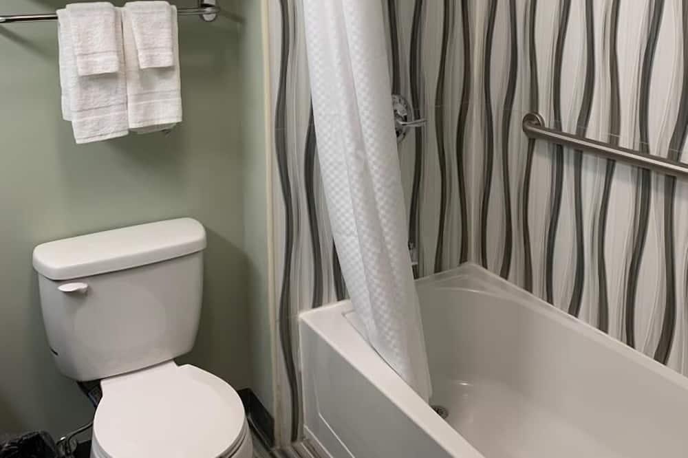 Стандартный одноместный номер, 1 двуспальная кровать «Квин-сайз», для некурящих - Ванная комната