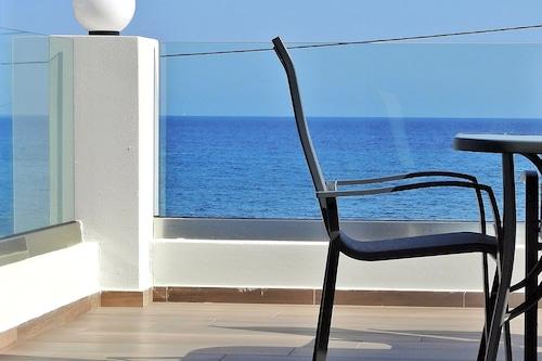 「ジャスミンアパートメント」は海のすぐ隣に位置する真新しいアパートメントです。/
