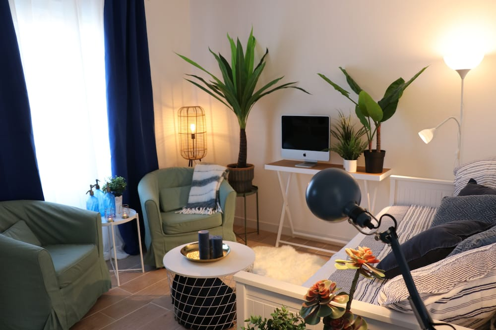 Deluxe Apartment, Non Smoking (6 people) - Living Room