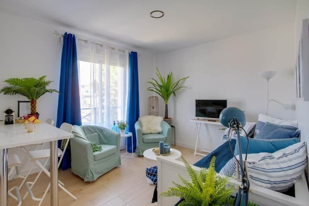 Deluxe Apartment, 1 King Bed with Sofa bed, Non Smoking - Living Area