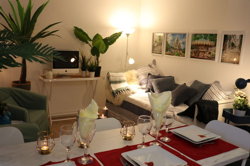 Deluxe Apartment, Non Smoking (6 people) - In-Room Dining