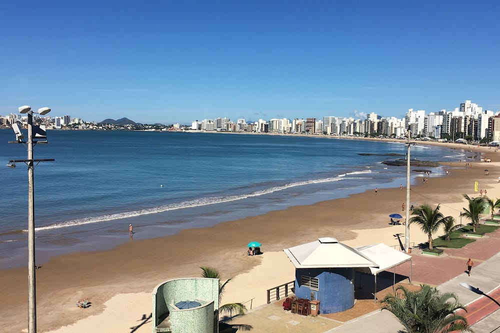 الشاطئ