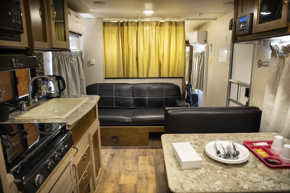Deluxe beachfront Caravana - Living Area