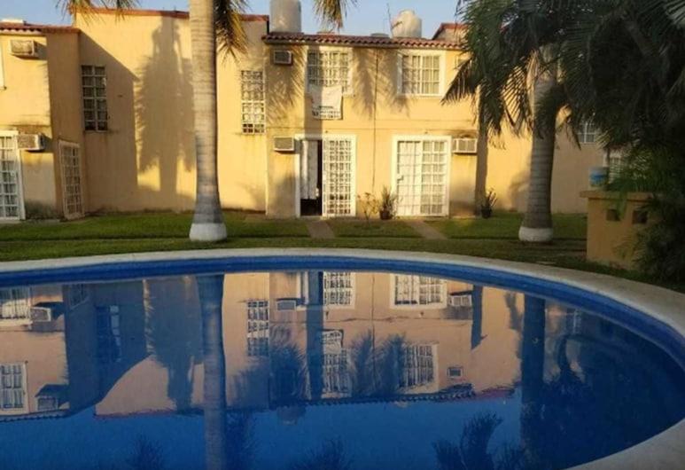 Beautiful House furnished casa amueblada, Ixtapa, Piscina al aire libre