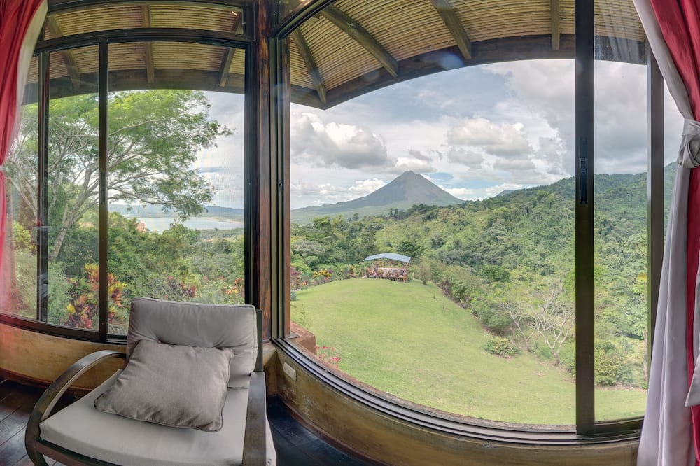 world class views of the Volcano, the Lake & the Jungle  $180/ NOW 10% DISCOUNT