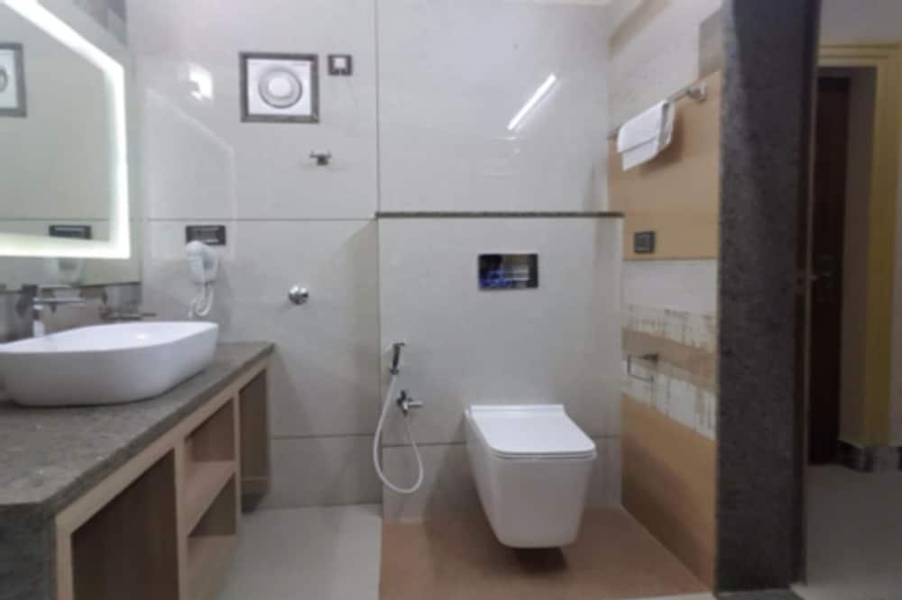 Luxury Suite, 1 King Bed, Non Smoking - Bathroom