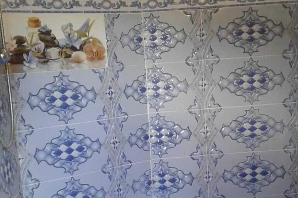 חדר בייסיק לארבעה, מספר מיטות, ללא עישון - חדר רחצה