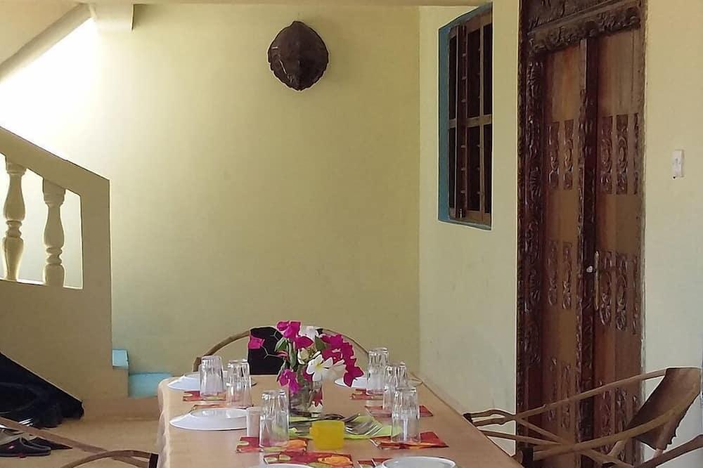 Double Room, 1 Katil Kelamin (Double), Non Smoking - Tempat Makan dalam Bilik