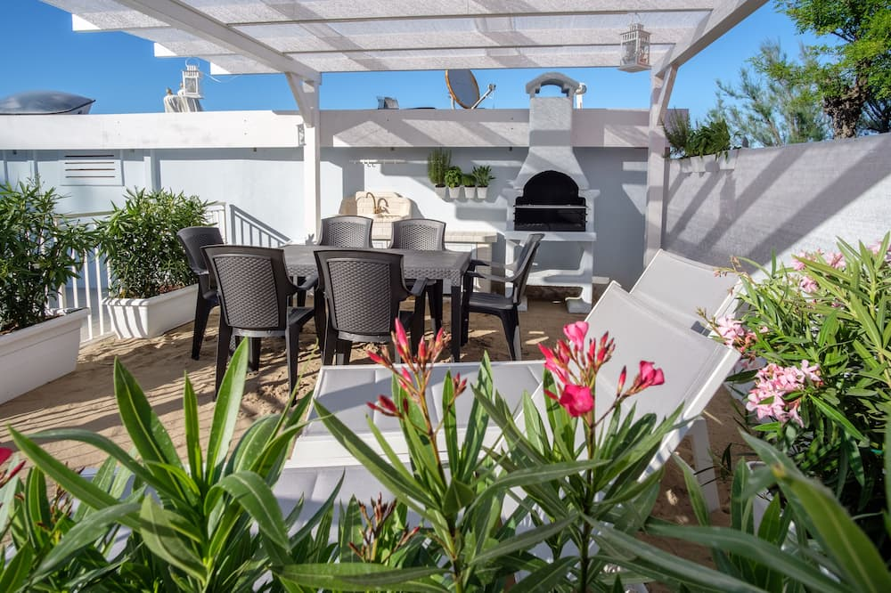 Itaca apartment directly on the beach of San Mauro Mare
