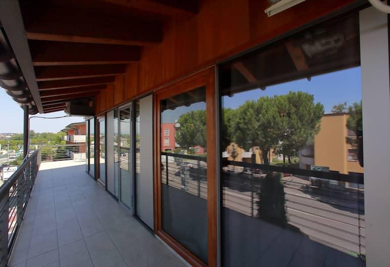 Garda Luxury Rooms, Peschiera del Garda, Pokój dla 4 osób luksusowy, widok na jezioro, Balkon