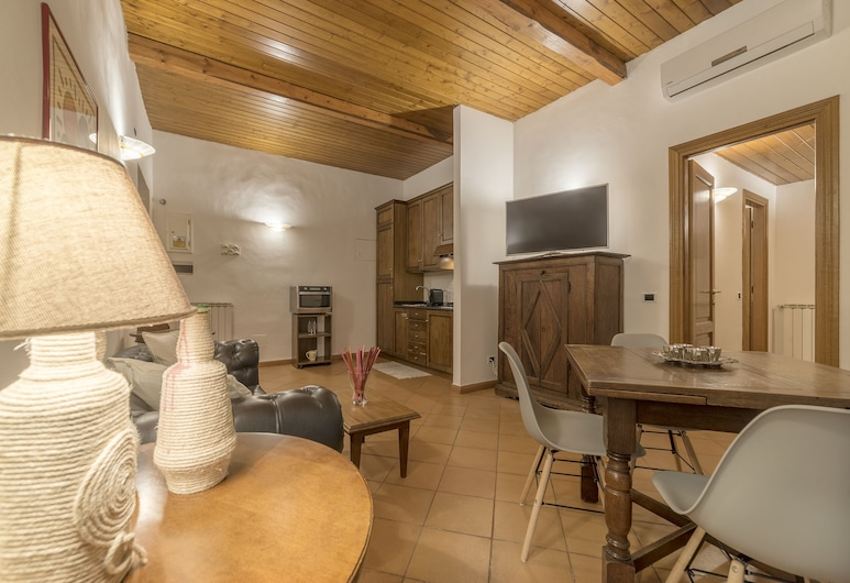 Villa Borghese Roomy Flat, Rome, Apartment, 2 Bedrooms, Living Area