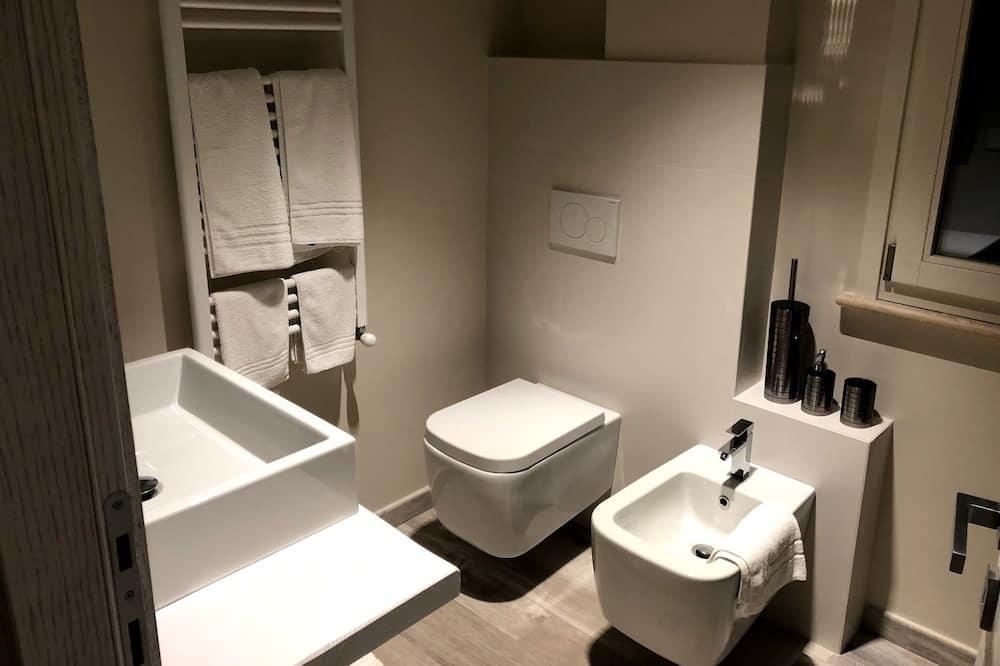 客房, 多張床, 花園景觀 - 浴室