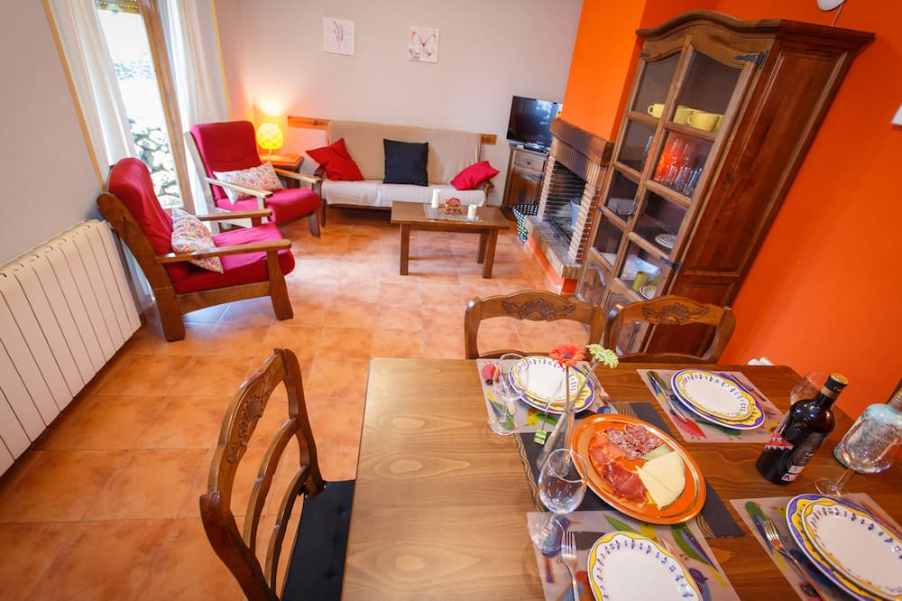 Classic House, Multiple Beds, Smoking, Courtyard View (Número 5) - In-Room Dining