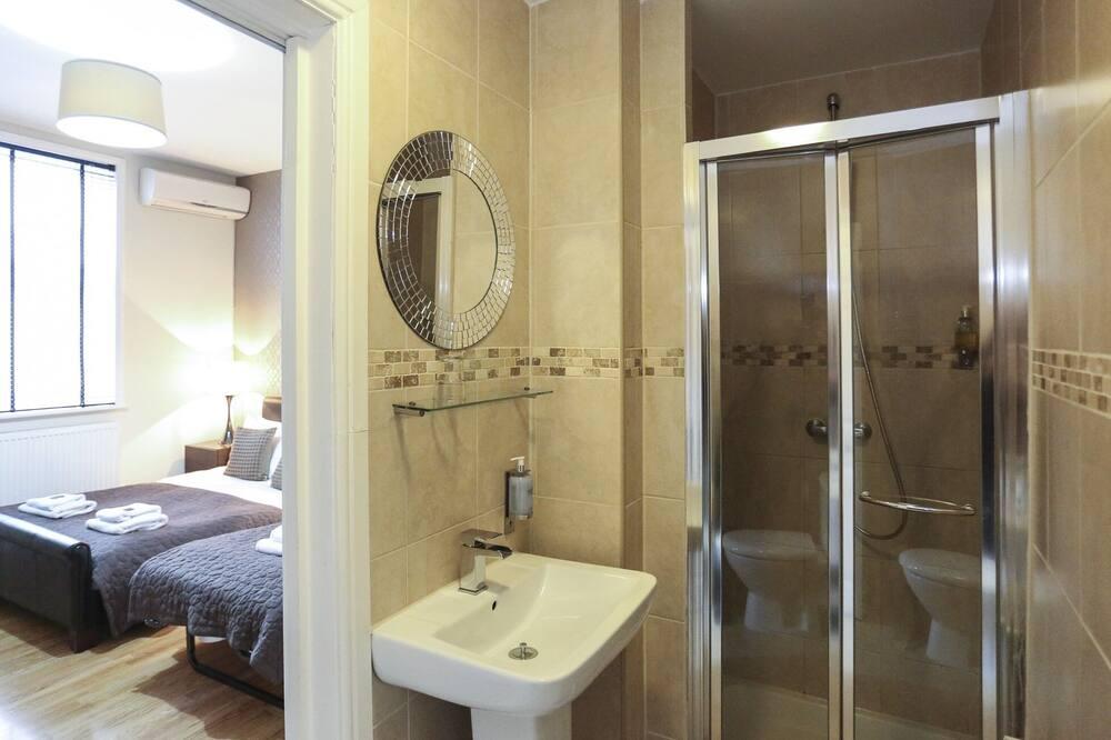 Triple Studio - Bathroom