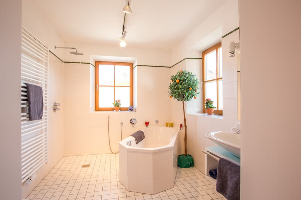 高級三人房, 私人浴室, 花園景觀 - 浴室