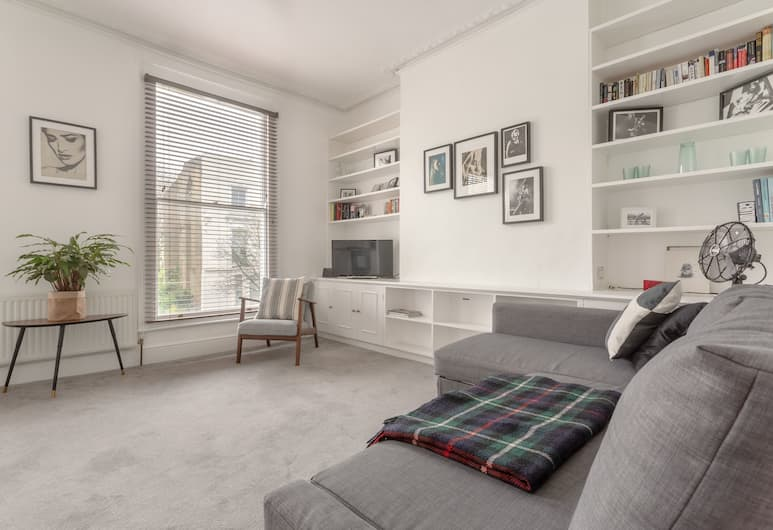 1 Bedroom Apartment in Maida Hill, London, Living Area