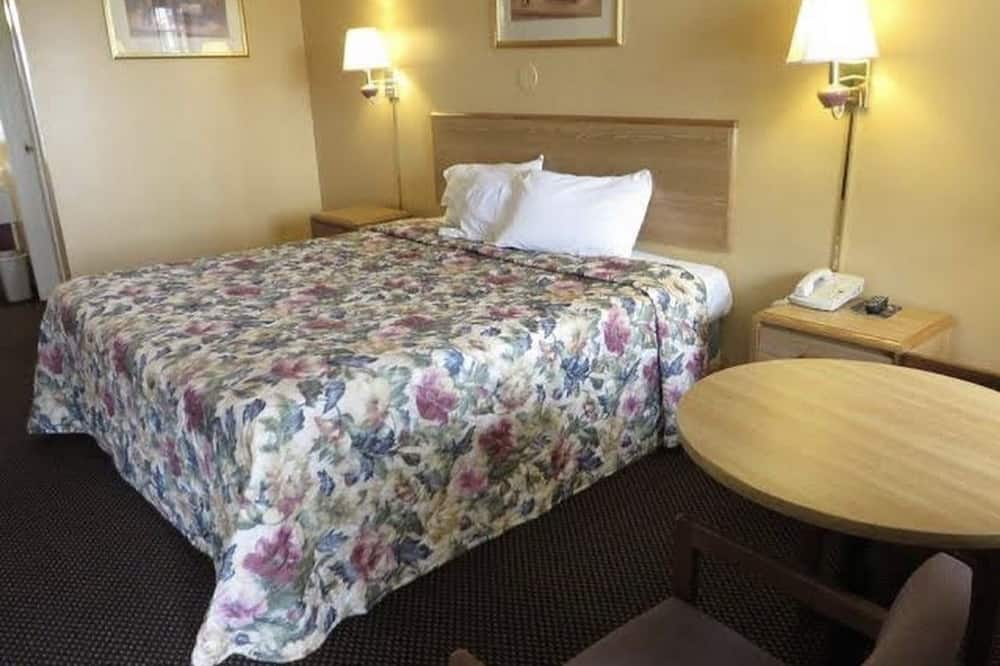 Basic Room, 1 King Bed, Non Smoking - Guest Room