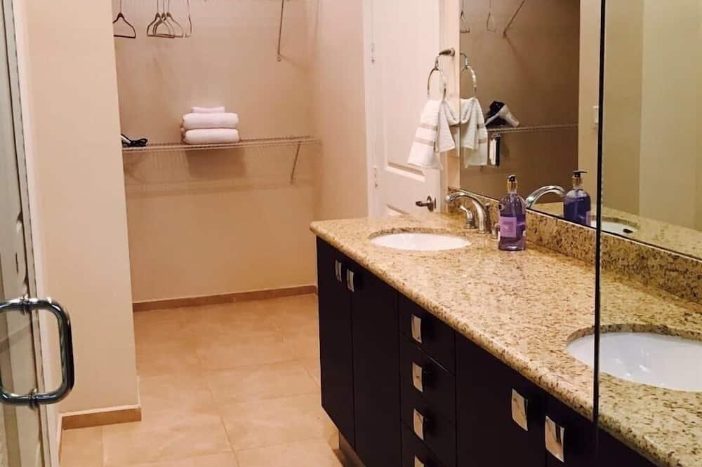 Townhome, 4 Bedrooms (4.5 Bathrooms) - Bathroom