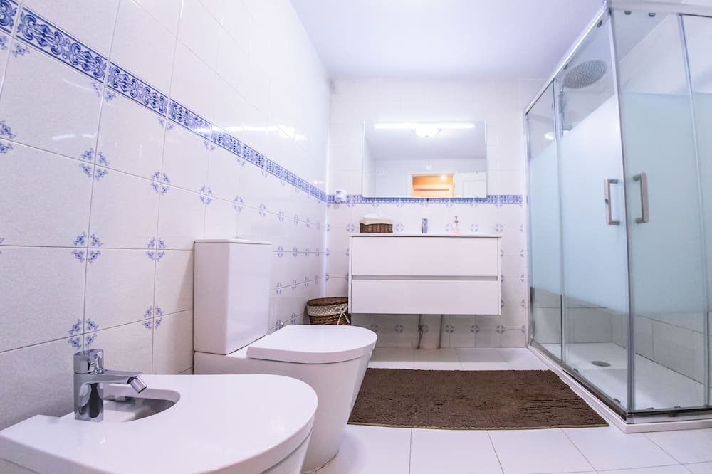 Семейный двухместный номер с 1 двуспальной кроватью, 1 двуспальная кровать - Ванная комната