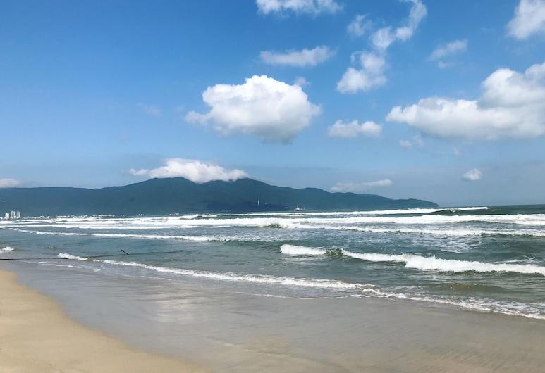 OYO 119 Sunshine Beach Hotel, Да-Нанг, Пляж