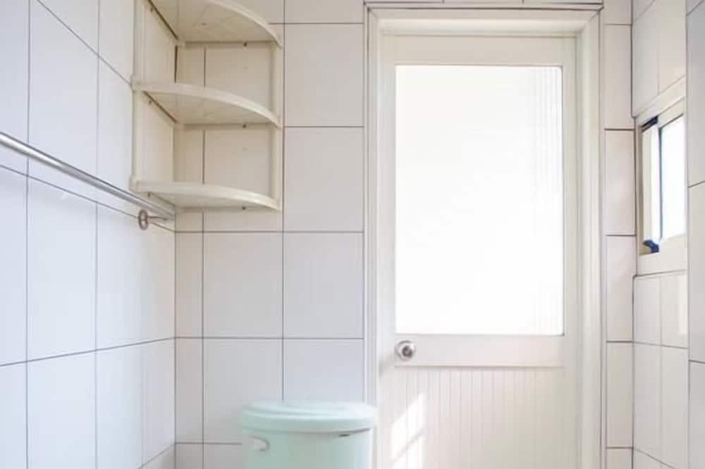 Deluxe-Vierbettzimmer, 2Doppelbetten, Nichtraucher - Badezimmer