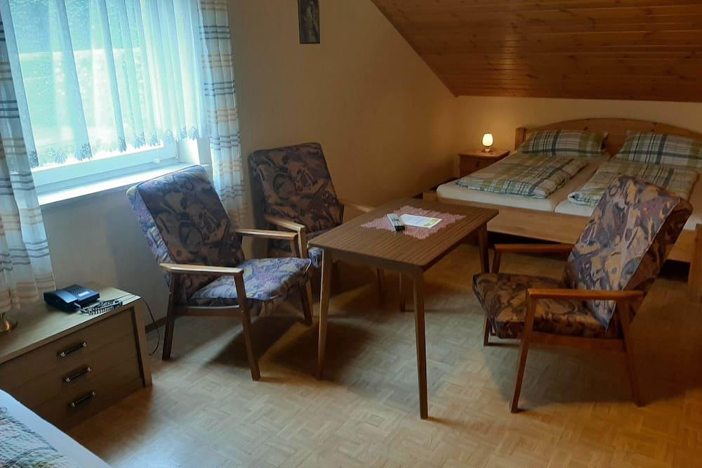 Kamar Triple - Ruang Keluarga