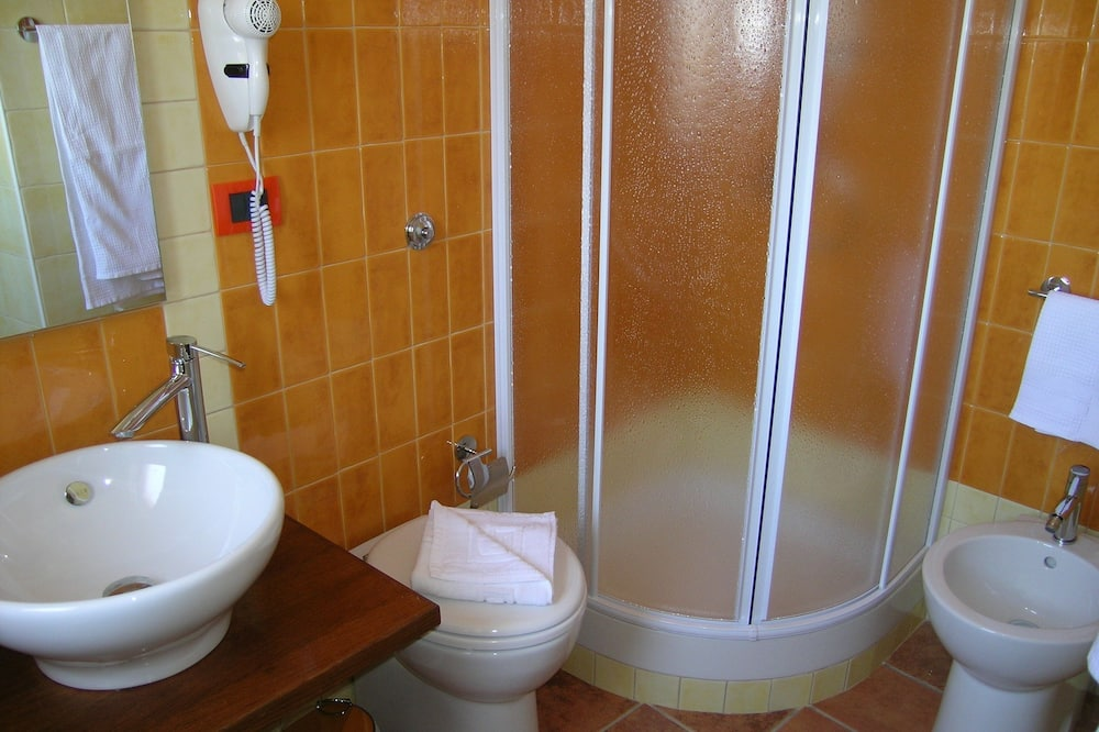 Classic Double Room, 1 Bedroom, Balcony, Mountain View - Bathroom