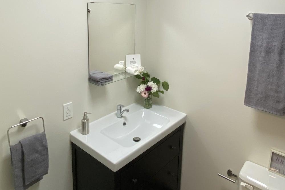 客房, 1 張加大雙人床 - 浴室洗手台