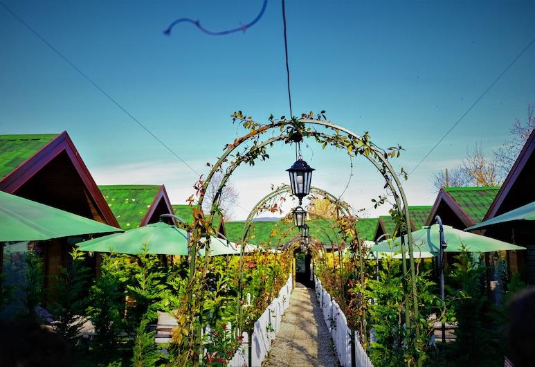 أديسا بنجالو هوتل, سابانكا, حديقة