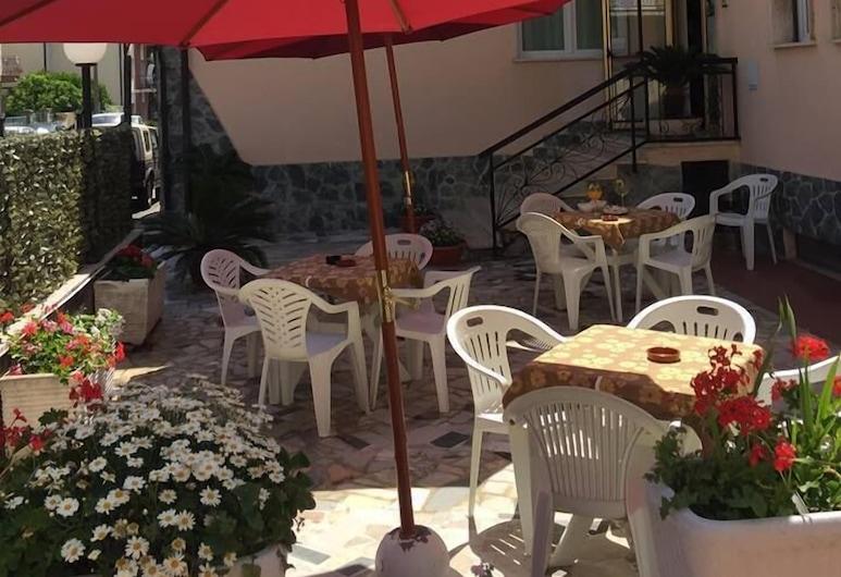 Hotel Villa Tempo d'Estate, Loano, Terrace/Patio