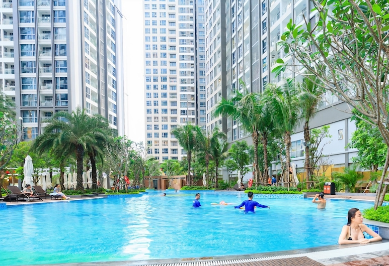 Homes by Christine Vinhomes Central Park, Ho Chi Minh City, Outdoor Pool