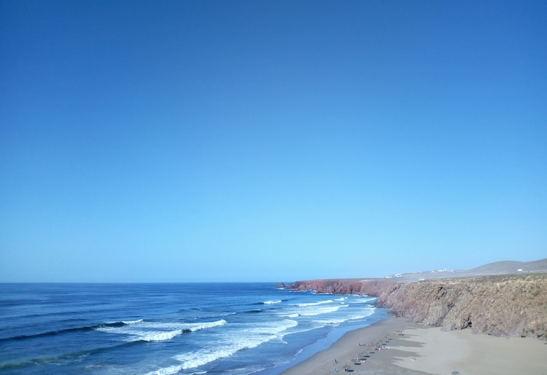 Youride Surf Camp is Based in Mirleft South of Agadir City, Mirleft, Пляж