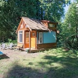 The Micro Cabin In Roberts Creek - 2 Minutes From the Beach!