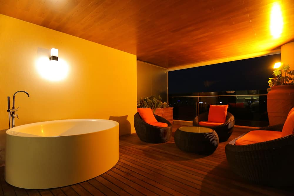 Royal Terrace A - Private spa tub