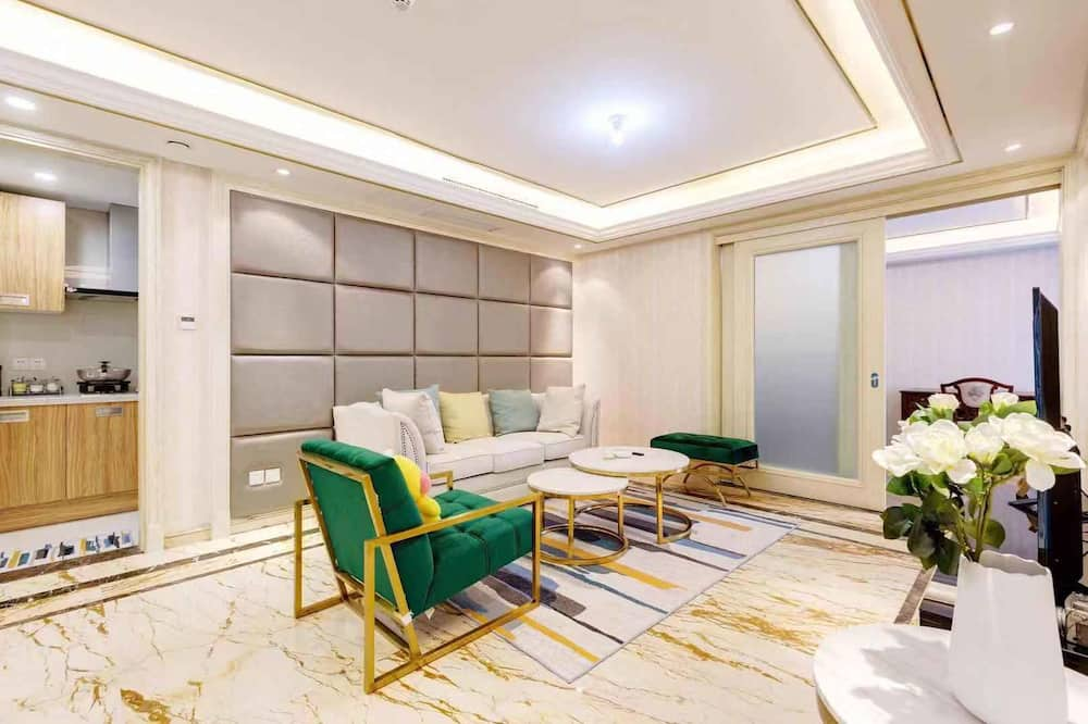 Three-Bedroom Apartment ( Chinese only) - Living Area