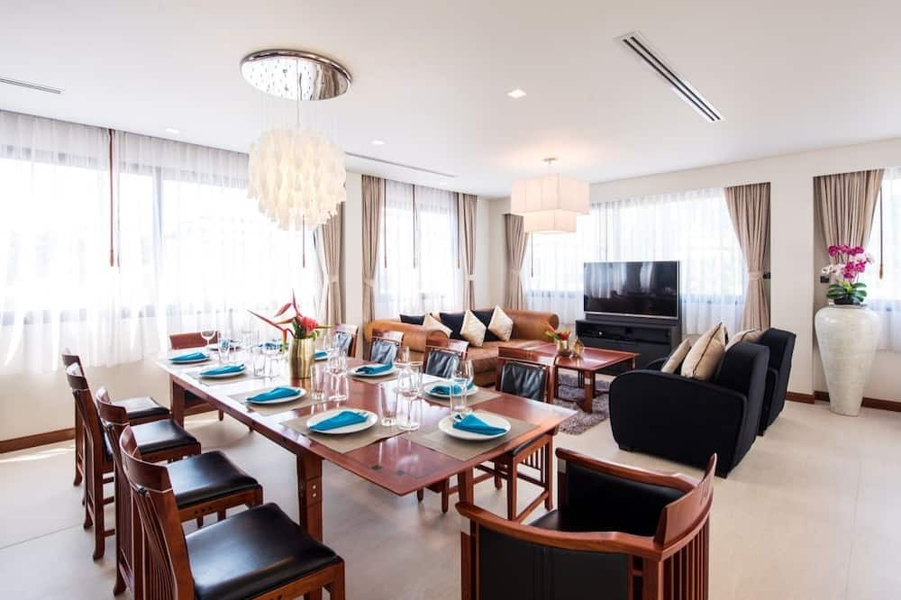 Family Penthouse - In-Room Dining