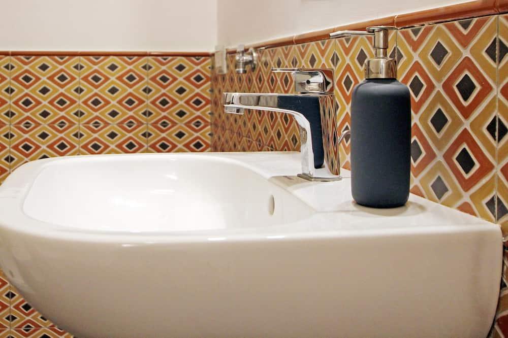 家庭公寓, 2 間臥室, 陽台 - 浴室洗手台