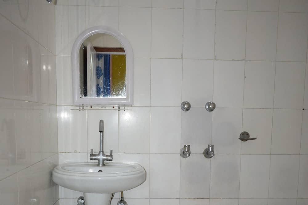 Triple Beds Room - Bathroom